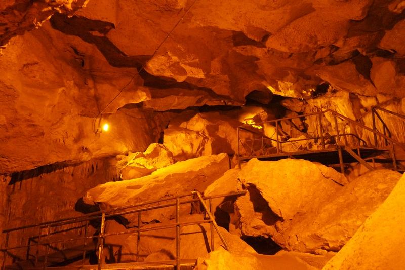 Fakıllı Mağarası